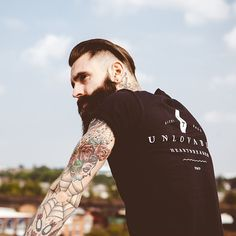 The Bearded Men is your one stop Beard Oil and Beard Grooming site to bring your beard needs to life. We have been successfully running for 3 years serving plus happy customers when means you can shop at The Bearded Men with a piece of mind. Hipster Beard, Hipster Man, Bearded Tattooed Men, Bearded Men, Ricki Hall, Beard Tattoo, Beard No Mustache, Tattoo Models, Beard Styles