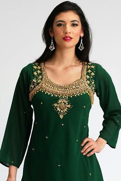 Shalwar Kameez is a Islamic dress which is identified around the world. Lots of people purchase the best dressed by Shalwar Kameez Neck Designs. Salwar Designs, Salwar Kameez Neck Designs, Shalwar Kameez, Neckline Designs, Dress Neck Designs, Bandhani Dress, Designs For Dresses, Beautiful Outfits, Beautiful Clothes