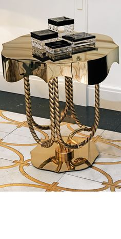 INCREDIBLE SIDE TABLE | A luxury side table with a great design is always a good option | www.bocadolobo.com #wonderfulnightstands