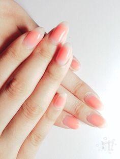 オレンジのチークネイルは、ピンクや赤よりもより健康的でちょっと元気なイメージ♪
