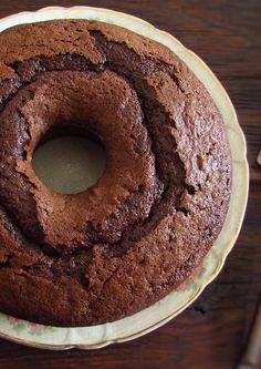 bolo de chocolate com iogurte Gourmet Recipes, Sweet Recipes, Cake Recipes, Dessert Recipes, Desserts, Chocolate Yogurt Cake, Bolo Chocolate, Shakeology Mug Cake, Corn Cakes