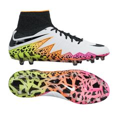 Animals use bright colors to warn predators that they are poisonous. However, there are also some that use the bright colors as a bluff. This is not the case for players that wear the #RadiantReveal HyperVenom Phantom IIs. These boots are lethal to any player daring enough to slide into the TechFit collar and one piece upper. Jolting agility and a large striking surface make these boots a weapon. If you want to be dangerous you should check these boots out for yourself at…