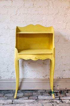 CHALK PAINT (R) by Annie Sloan - Decorative paint for furniture, cabinets, floors, home decor, and accessories - Water-based - Non-toxic - Matte finish (Project Pot - English Yellow) Yellow Chalk Paint, Chalk Paint Wax, Chalk Paint Projects, Chalk Paint Furniture, Paint Ideas, Diy Projects, Yellow Home Decor, Unique Home Decor, Antibes
