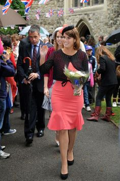 Princess Eugenie of York and Roland Mouret Anabelle Double Wool Crepe Dress - Jubilee Pageant on the river Thames Dresses Near Me, Dresses For Work, Princess Eugenie And Beatrice, Elegant Dresses Classy, Eugenie Of York, Elisabeth Ii, Sarah Ferguson, Duchess Of York, Dresses To Wear To A Wedding
