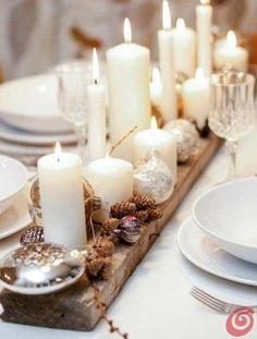 20 wonderful Christmas dinner table settings for happy holidays Homesthetics – inspiring ideas for your home., 20 wonderful Christmas dinner table settings for happy holidays Homesthetics – inspiring ideas for your home. Christmas Candle Decorations, Christmas Table Settings, Christmas Tablescapes, Christmas Candles, Dinner Table Decorations, Christmas Table Set Up, Centerpiece Ideas, Dinner Table Settings, Pinecone Centerpiece