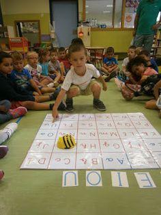 El años pasado realicé una sesión con nuestra abeja  BEE BOT  a mis enanos mientras estaban con la seño Paula, por eso cuando les enseñé la...