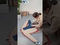 Amazing techniques for folding clothes! - Social Useful Stuff - Handy Tips Clothes Folding Board, Fold Clothes, Comforter Storage, Kids Dressers, Helpful Hints, Handy Tips, Folding Laundry, Travel Capsule, Home Organization Hacks