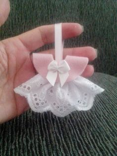 New baby girl crafts homemade christmas gifts Ideas Christmas Gifts For Boys, Homemade Christmas Gifts, Crafts For Girls, Diy And Crafts, Baby Boy Shower, Baby Shower Gifts, Moldes Para Baby Shower, Baby Boy Decorations, Baby First Halloween
