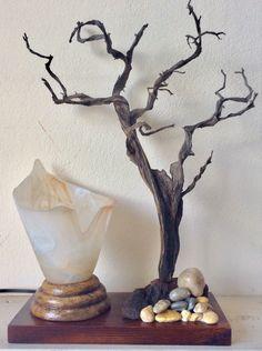 Επιτραπεζιο φωτιστικο με αποξηραμενο θαμνο,ξυλο και γυαλι,www.manokas.gr Vase, Home Decor, Decoration Home, Room Decor, Jars, Vases, Interior Decorating, Jar