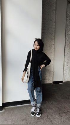 Hijab Casual, Ootd Hijab, Modern Hijab Fashion, Look Fashion, Fashion Outfits, Hijab Mode Inspiration, Hijab Stile, Black Hijab, Skater Girl Outfits