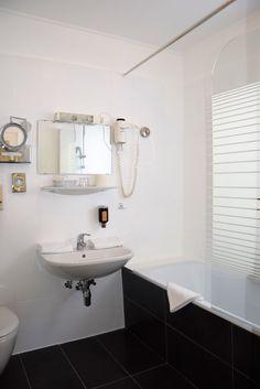 Einzelzimmer 108 - neues Badezimmer im Hotel Almrausch****, Bad Kleinkirchheim, Kärnten  www.almrausch.co.at Vanity, Bathroom, Single Bedroom, Remodels, Dressing Tables, Washroom, Powder Room, Vanity Set, Full Bath