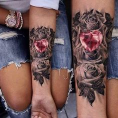 tatouage-couple-avant-bras-roses-coeur-rubis