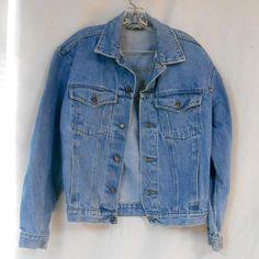 VINTAGE 90s Womens Faded Glory Blue Jean Denim Jacket size #vintage #womens #fadedglory #bluejean #denim #jacket #coat #shirtjacket #jacket #buttondown #cotton #fall #clothing #fashion #festivalfashion
