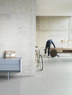 pareti cemento con vista casseri Concrete Houses, Concrete Floors, Exterior Design, Interior Exterior, Interior Walls, Color Interior, Concrete Light, Exposed Concrete, Polished Concrete
