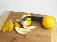 Lemon Peel: Nature's Cure for Joint Pain 1. Grate the peel of a lemon. Be careful not to include any of the white pith parts. 2. Rub the grated peel directly onto the affected body part and wrap it with a bandage 3. Keep the bandage in place for up to two hours.  Or put 2 lemons in EVOO for 2 weeks and use as a salve.