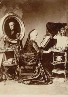 Regina Elisabeta a României, s. Romanian Royal Family, Bucharest, Queen Anne, Royals, Royalty
