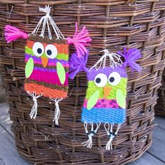 Funny puzzle for kids. Weave colorful owls out of yarn. Puzzles Für Kinder, Funny Puzzles, Puzzles For Kids, Knitting Stitches, Knitting Yarn, Weaving For Kids, Cat Pillow, Family Crafts, Textiles