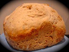Este es uno de mis panes favoritos. Está amasado y cocido en panificadora por lo que no da nada de trabajo y el resultado es estupendo. Es i...