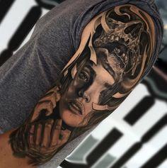 Tattoo Oberarm 3D Frau Porträt Skull