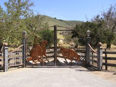 cool entrance gate if I ever have the ranch I want haha In my dreams