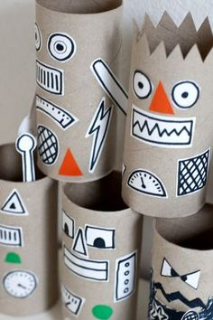 cardboard paper rolls inspirational ukkonooa robottiaskartelua rainy day robot craft of cardboard paper rolls Toilet Roll Craft, Toilet Paper Roll Crafts, Cardboard Crafts, Paper Crafts, Cardboard Robot, Cardboard Paper, Diy Paper, Cardboard Castle, Paper Toys