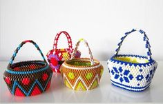 hama bead baskets - no instructions Bags Online Shopping, Online Bags, Bead Crafts, Jewelry Crafts, Jewelry Ideas, Beaded Purses, Beaded Jewelry, Brick Stitch, Bead Art