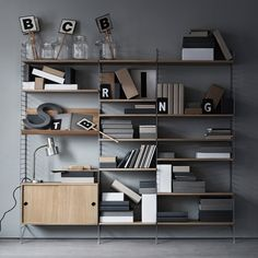 string® - The timeless shelving system by the Swedish architect Nils Strinning is a truly minimalistic design icon. The super flexible string® system is equally well suited for the modern home and urban compact living as it is for offices. Estilo Interior, Interior Styling, Interior Design, Modular Shelving, Shelving Systems, Shelf System, Shelving Solutions, Scandinavian Shelves, Scandinavian Design