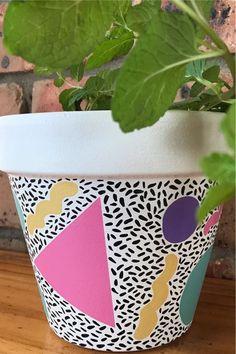 Terracotta Paint, Painted Plant Pots, Terracotta Flower Pots, Painted Flower Pots, Flower Pot Art, Flower Pot Design, Clay Flower Pots, Pottery Painting Designs, Succulent Pots