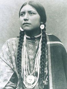 Chica de la tribu Lakota