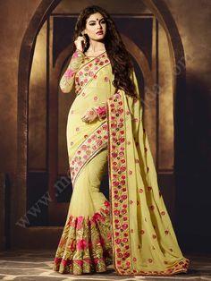 Светло-жёлтое красивое индийское сари, украшенное вышивкой скрученной шёлковой нитью с люрексом, стразами и пайетками