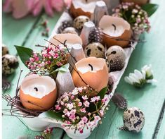 Easter Table Settings, Easter Table Decorations, Easter Decor, Spring Decorations, Egg Decorating, Decorating Blogs, Shell Candles, Diy Ostern, Christmas Door Wreaths
