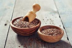 Why Flaxseed is a Girl's Best Friend - Shedoesthecity Health And Wellness, Health Tips, A Food, Food And Drink, Le Psoriasis, Healthy Diet Recipes, Mortar And Pestle, Good Fats, Kefir