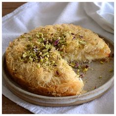 Spanakopita, Greek Recipes, Baked Potato, Food To Make, Food And Drink, Sweets, Bread, Baking, Cake