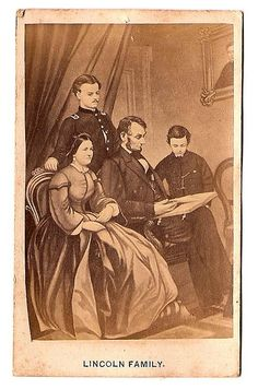 ~Lincoln Family~ Abraham Lincoln reading