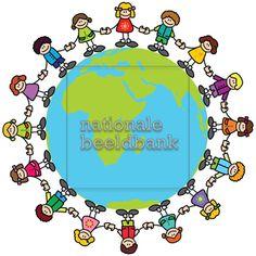 hand in hand om de wereld | ... : Vrolijke kinderen die elkaars hand vasthouden…