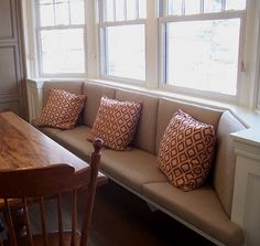 bay window seating area - nice way to make room for a rectangular dining table in a curved nook Conservatory Dining Room, Dining Nook, Dining Table, Restaurant Seating, Restaurant Furniture, Banquette Seating, Kitchen Banquette, Kitchen Nook, Kitchen Redo
