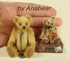 Gorgeous miniature with that vintage look. AnaBear makes awesome miniature teddies, rabbits and all the acessories too. I have 6 of her bears, one very similar to the tallest bear in the photo.