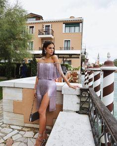 Bruna Marquezine posa ao lado de Colin Firth em Veneza 141127eb3d