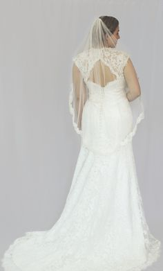 Fiona, size 14-16. SOLD - Off-white corded lace. Betty Gets Hitched