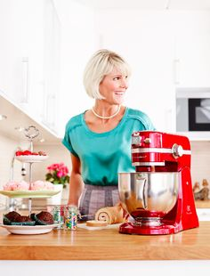 What is your favorite recipe with the kitchen assistant and what color would you prefer?