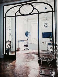 schön strukturierte Glastür