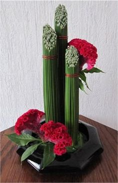 Creatieve Hobbys - Gardening Go Creative Flower Arrangements, Modern Floral Arrangements, Ikebana Flower Arrangement, Church Flower Arrangements, Ikebana Arrangements, Beautiful Flower Arrangements, Beautiful Flowers, Centrepieces, Deco Floral