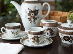 ハンドペイントの温もり溢れるシリーズ    ロイヤルコペンハーゲン/ROYAL COPENHAGEN アルミニア/Aluminia トランクェーバー/Tranquebar ブラウン/Brown コーヒーカップ&ソーサー 992 Royal Copenhagen, Cup And Saucer, Tea Cups, Ceramics, Chocolate, Coffee, Antiques, Tableware, Vintage