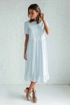 DETAILS: - A clad & cloth brand dress - Fully lined - Fabric Content: Rayon - Midi length - Meant to fit baggy - Model is wearing an extra small Midi & Maxi Dresses Modest Dresses, Modest Outfits, Modest Fashion, Cute Dresses, Casual Dresses, Summer Dresses, Baggy Dresses, Midi Dresses, Knee Length Dresses