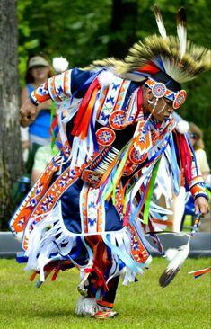 Dancer in Full regalia Native American Children, Native American Artwork, Native American Regalia, Native American Design, Native American Artists, Native American Fashion, Native American History, Indian Pow Wow, Native Indian