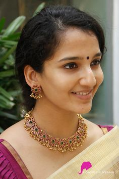 Designer Jewellery Shop In Chennai Jewelry Design Earrings, Gold Earrings Designs, Gold Jewellery Design, Designer Jewellery, Necklace Designs, South Indian Bridal Jewellery, Indian Jewelry Sets, Indian Wedding Jewelry, Real Gold Jewelry