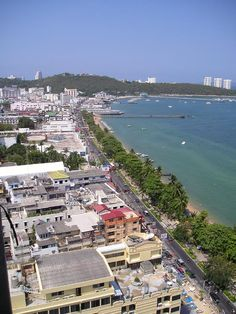View of Pattaya's Beach in Thailand. Khao Lak Beach, Ao Nang Beach, Railay Beach, Best Hotel Deals, Best Hotels, Lamai Beach, Beach Cocktails, Koh Chang, Pattaya Thailand