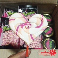 tetadventurer: Suppliers Review : Wedding Souvenirs (1)   Twisted Candy! Icing, Blog, Candy, Desserts, Handmade, Wedding, Tailgate Desserts, Valentines Day Weddings, Deserts