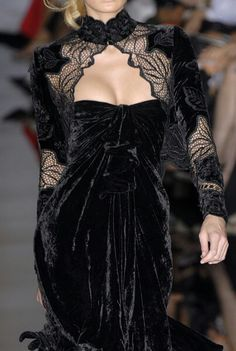 Elie Saab at Couture Fall 2006 - Details Runway Photos Style Haute Couture, Couture Fashion, Runway Fashion, Couture Details, Dark Fashion, Gothic Fashion, High Fashion, Emo Fashion, Edwardian Fashion