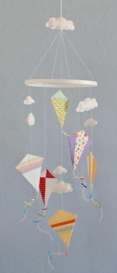 Drachen basteln als Mobile fürs Kinderzimmer